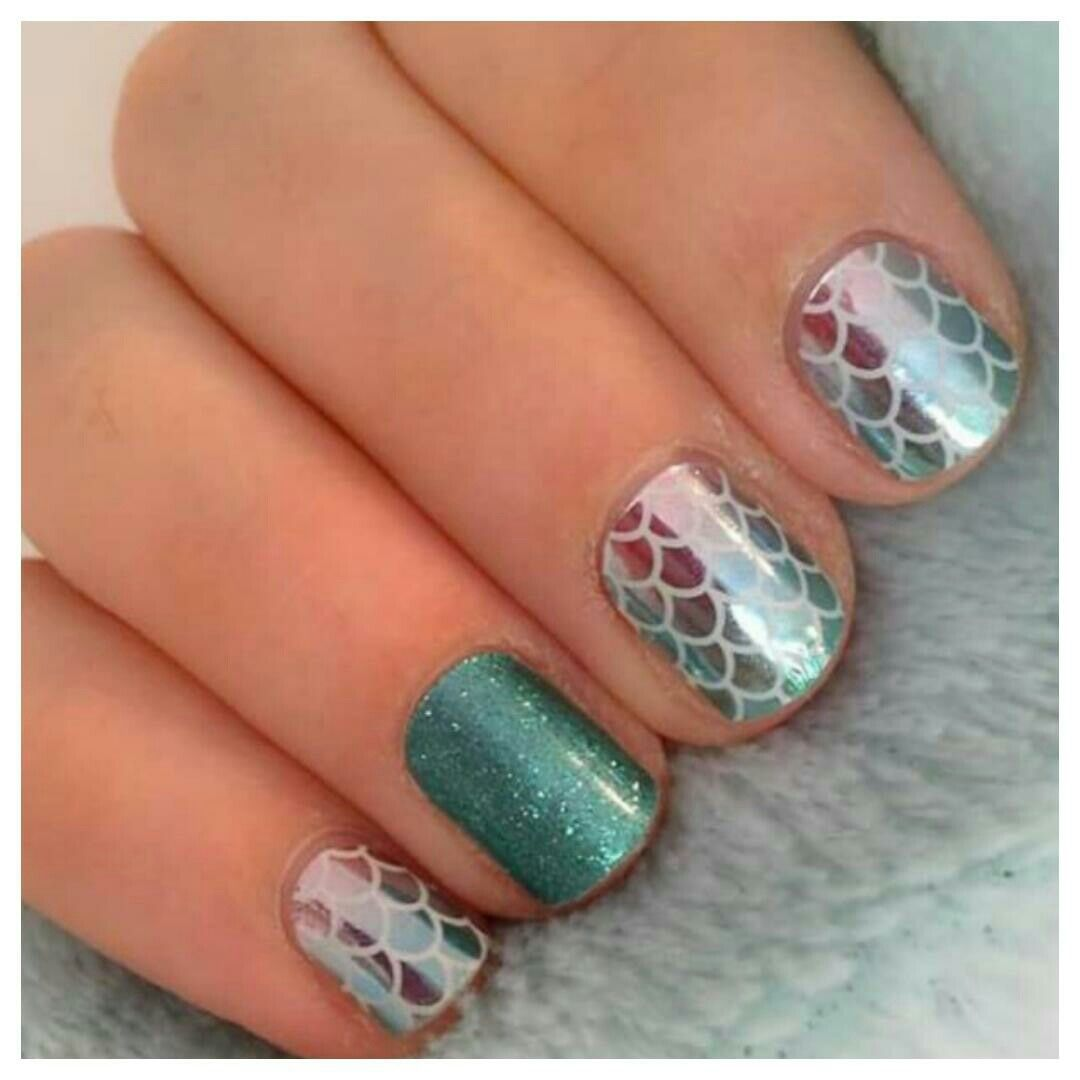 Uñas Semipermanentes Decoradas Mermaid Tales Paired With Mint Green Sparkle Summer