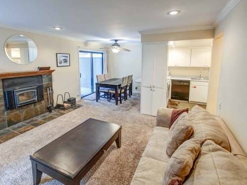 Canyon BoulevardApartment 2 Mammoth Lakes (California) Canyon BoulevardApartment 2 offers accommodation in Mammoth Lakes, 1.5 km from Eagle Express (15) and 1.6 km from Village Gondola. The property boasts views of the mountain and is 1.7 km from Chair 8.