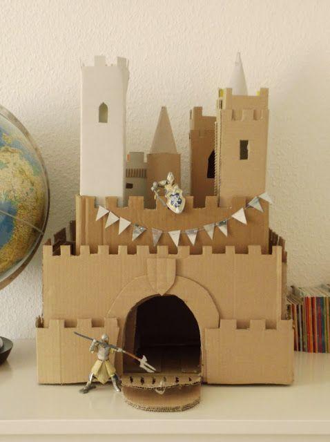 selbst gebastelte ritterburg zum spielen aus pappe und kartons ritterburg pinterest. Black Bedroom Furniture Sets. Home Design Ideas