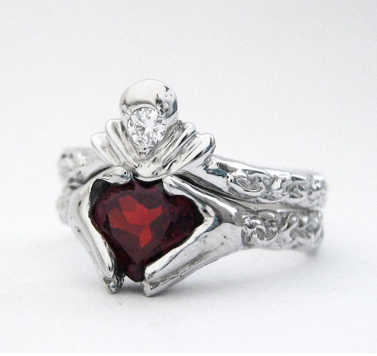 Really cool Claddagh Ring!! | Irish wedding | Pinterest | Claddagh ...