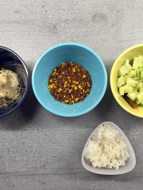 Onigiri Füllungen: Besonders lecker finde ich die Kombination aus Hummus, Sesam und Chili-Mayonnaise. Cremig, nussig und leicht scharf. #onigiri #hummus #katjakochtcom