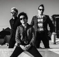 """Green Day estreia no topo da parada de álbuns britânica com """"Revolution Radio"""" #Banda, #Carreira, #Comunicado, #Disco, #Lançamento, #M, #Noticias, #Novidade, #Pop, #Top10 http://popzone.tv/2016/10/green-day-estreia-no-topo-da-parada-de-albuns-britanica-com-revolution-radio.html"""