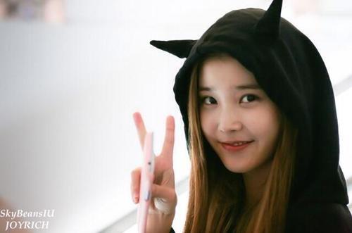 130921 IUs Airport Fashion 131023 IU On Jang Gi Has Grand Radio