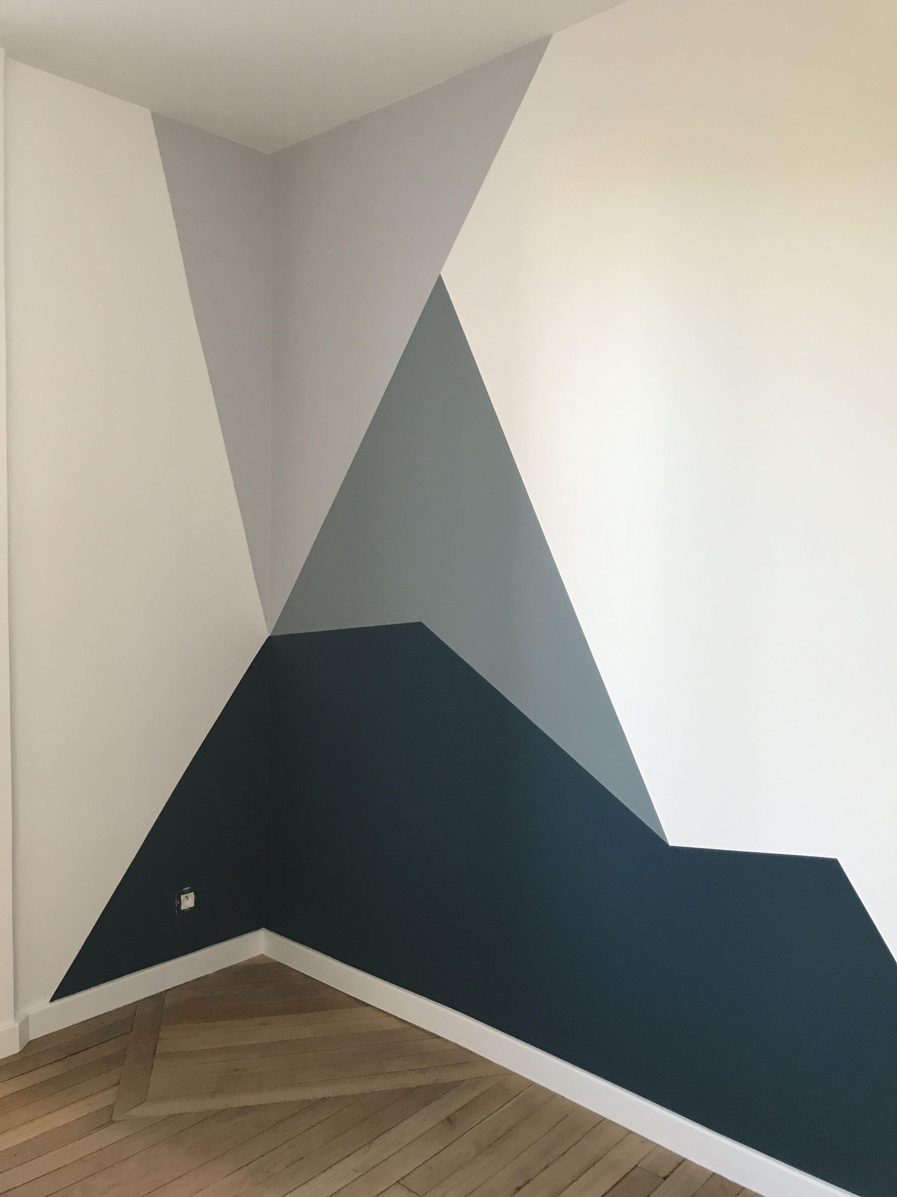 Forme géométrique en peinture dans les tons bleus  Deco peinture