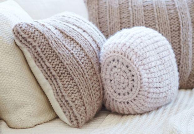 Un  coussin tout doux Confectionnez ce coussin à côtes plates à tricoter pour tenir chaud à vos proches.Le coussin à côtes plates Découvreztous nos accessoires au tricot et au crochet