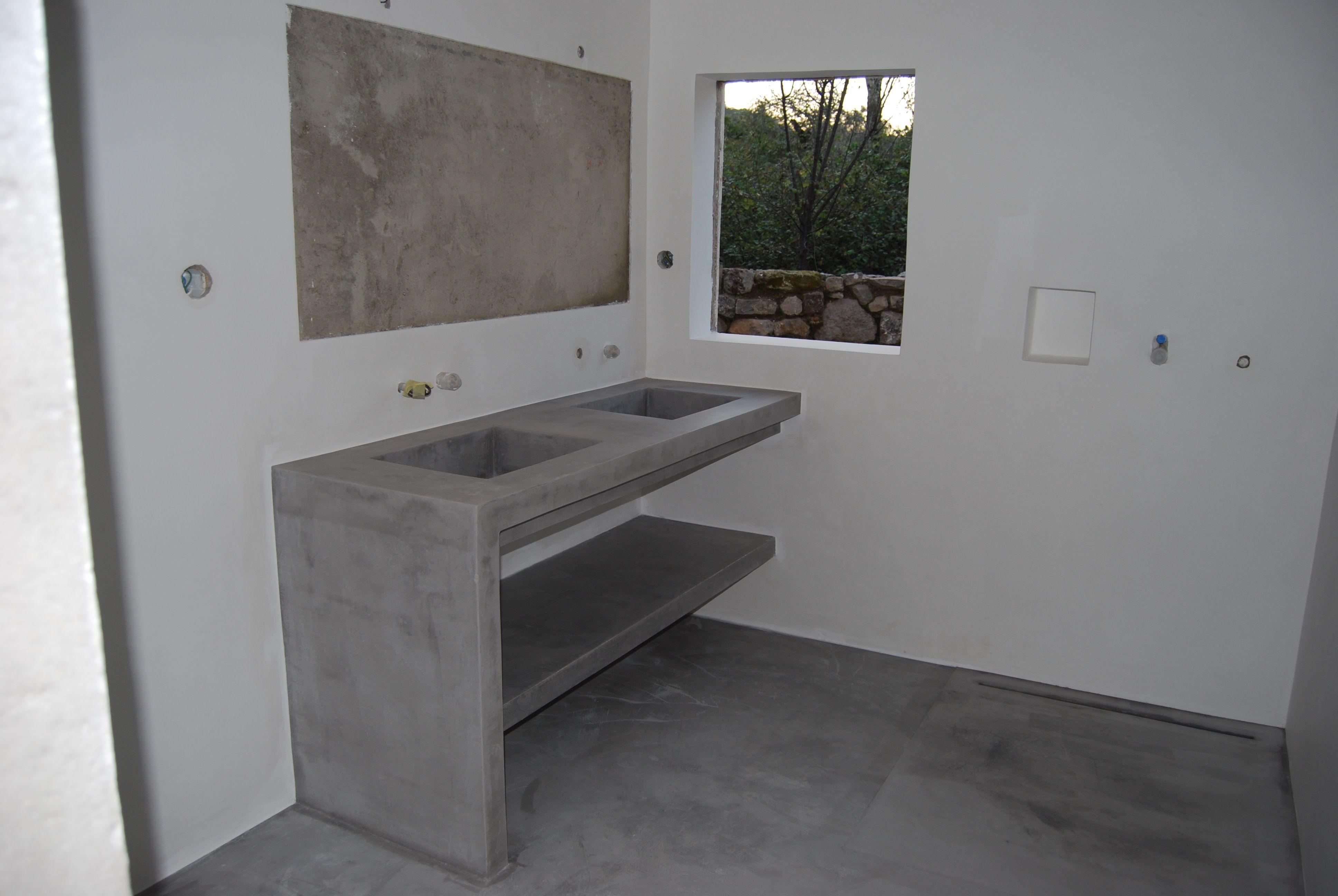 kamer 3 badkamer met de dubbele wasbakken in microcement en