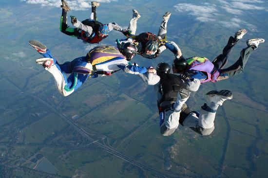 Fun Jump | Fun Jumpers building formation - Picture of The Parachute School ...
