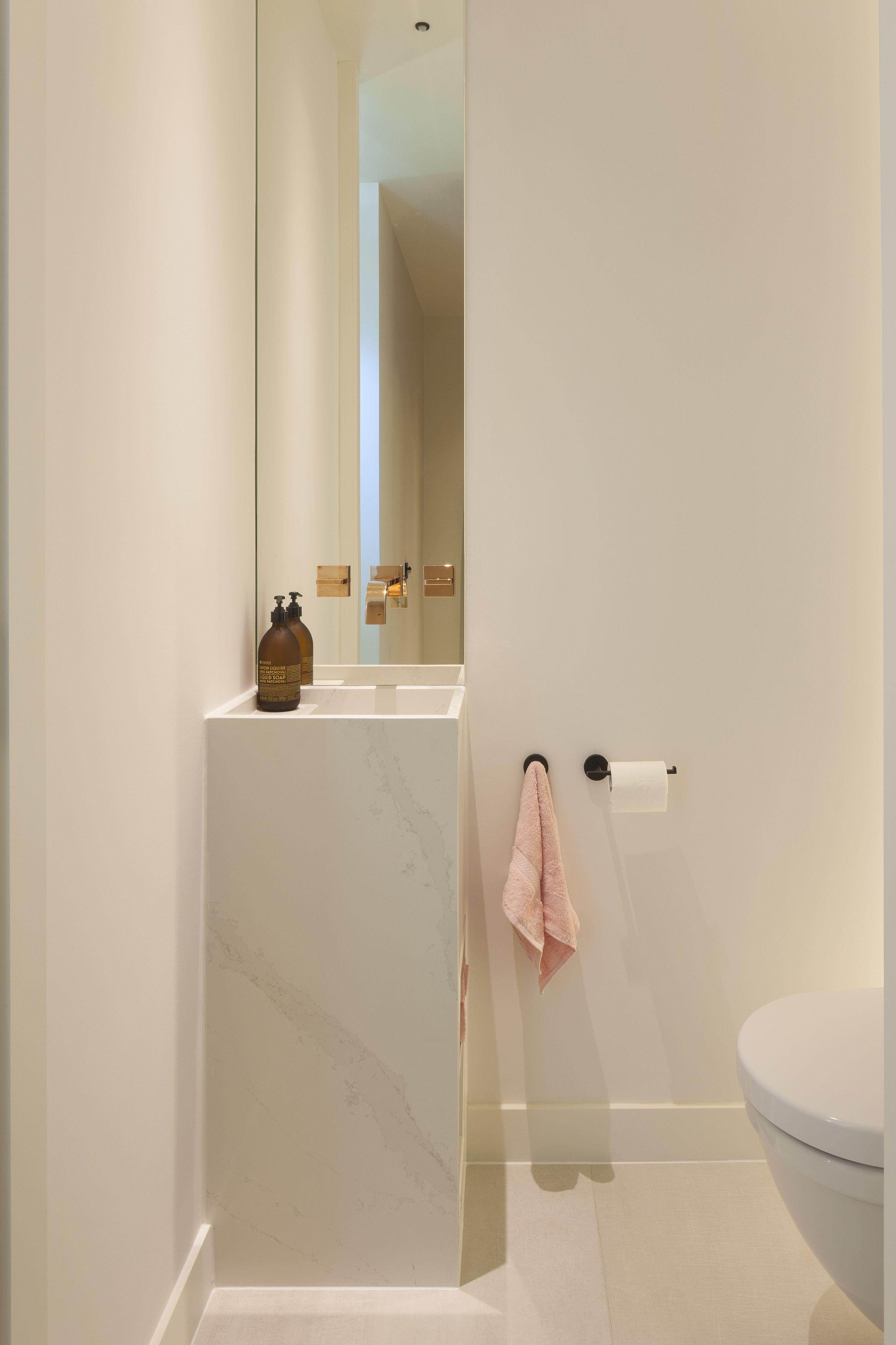 Totaalrenovatie In Kapellen Door Vimmo Woonconcepten Modern Toilet Design Badkamer Badkamer Inrichting