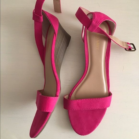 751288c37927 Shoes Adorable hot pink small heels