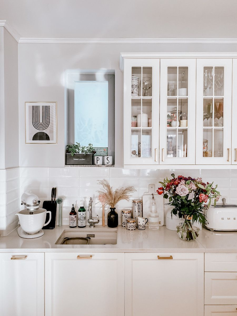 Klasyka Z Nutka Glamour W Mieszkaniu Sandry Z Exploringinteriors Modern Kitchen Interiors Kitchen Interior Elegant Kitchens