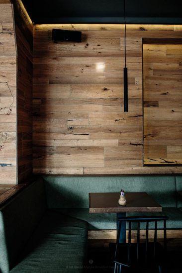 Habiller ses murs de bois mur en planche de bois brut