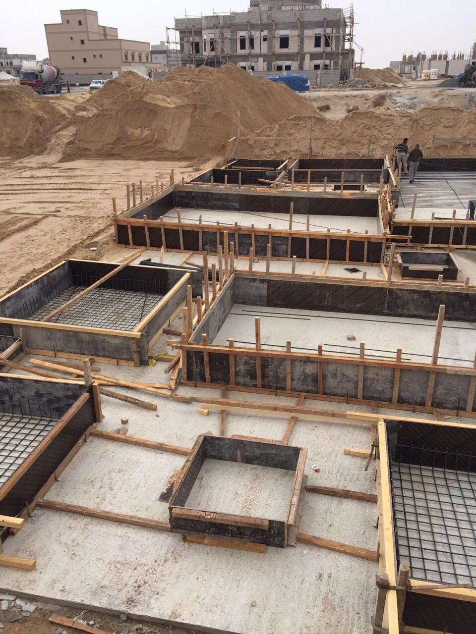 بناء هيكل أسود مؤسسة فهد المسيليم لمقاولات العامه للمباني Structures Railroad Tracks House