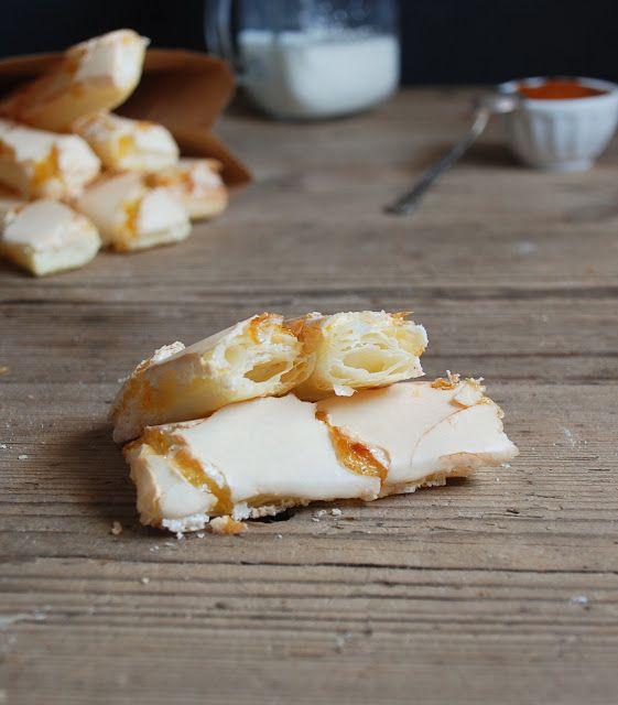 Puff pastry cookies apricot glazed - Barritas de hojaldre glaseado