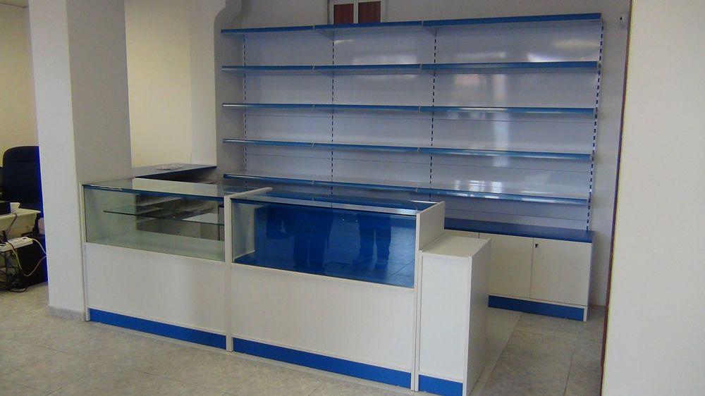 Mostrador 2 vitrinas y cajon extraible papelerias for Muebles para papeleria