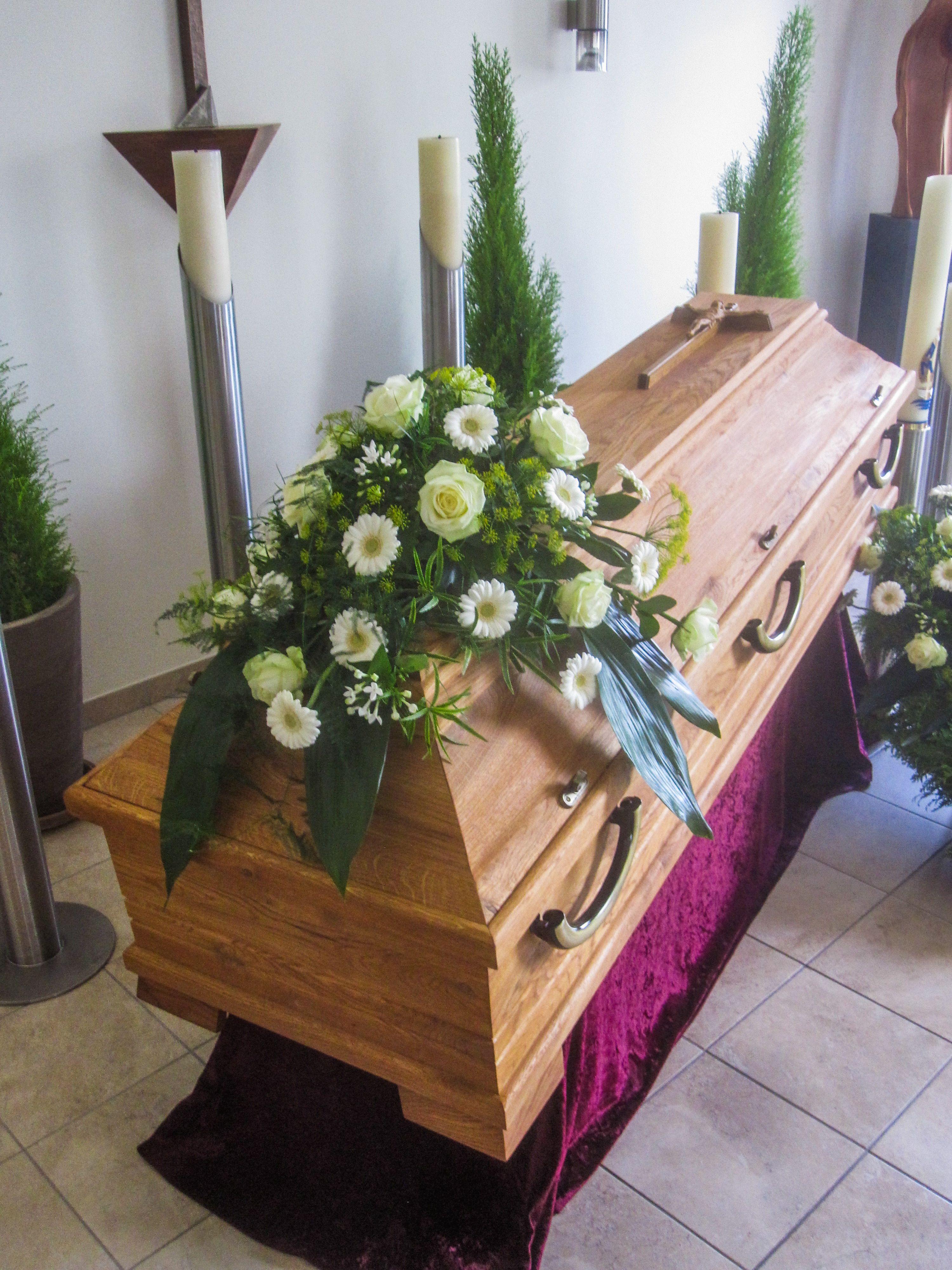 Pin Von Perry Auf Sargschmuck Beerdigung Blumen Blumen Trauerfloristik
