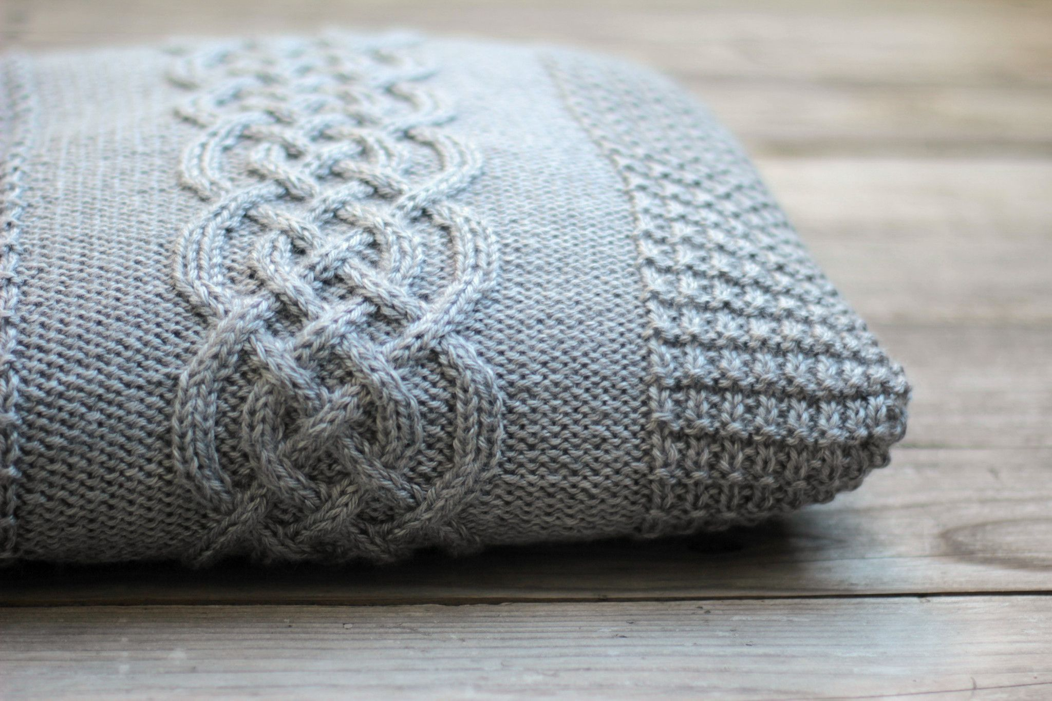 Knitting pattern knitting tutorial for a pillow cover with a central cable motif and waffle pattern borders. In the pattern you will find a written ... & Knitted pillow case pattern DIY knitting tutorial knitting ... pillowsntoast.com