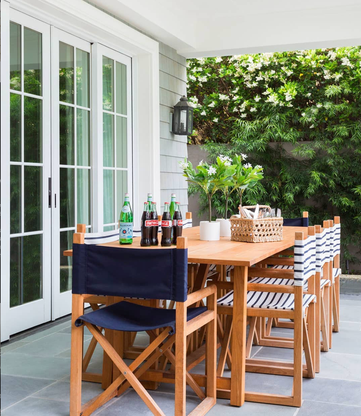 Looking forward to days ahead when all these chairs can be filled with friends and family!  Credits: @jkurtzdesign; 📸: @amybartlam; 💡: @HinkleyLighting Anchorage #stayathome #alonetogether #lightingdesign #outdoorliving #hinkleylighting #hinkleystyle #lighting #outdoorlighting #outdoorliving #outdoordecor #outdoordesign #outdoorinspo #outdoorspaces #outdooroasis #patiodecor #patiodesign #patioinspo #patios #exteriorenvy #exteriors