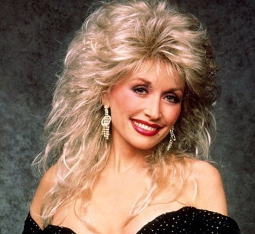 Dolly Parton Shares Throwback Photo Of Herself Without A Wig Dolly Parton Wigs Dolly Parton Wigs