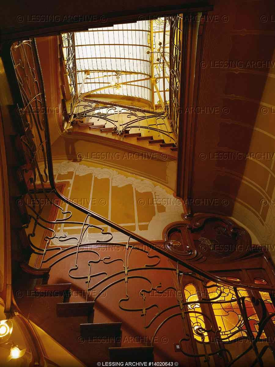HortaVictor Ornamental staircase under a glass dome house