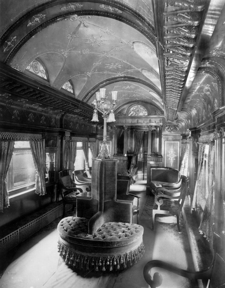 Train Travel In The 1800s Old Photos Depict The Interior Of A Rococo Period Pullman Train Car Junamatka Junat Valokuvat