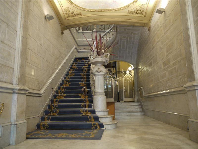 Casa malagrida escaleras starcaises pinterest for Escaleras de casas de lujo