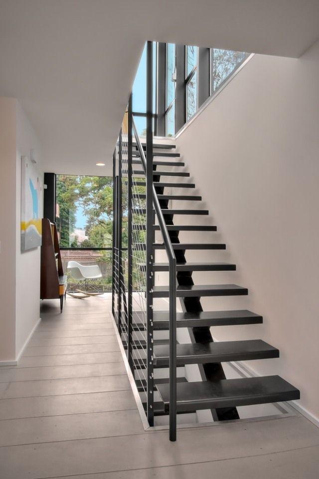 Mittelholmtreppe Design Schwarz Gelander Stahl