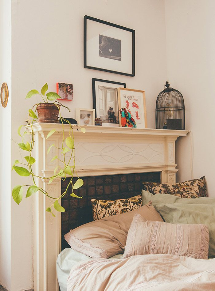 this painter s baltimore home embodies vintage ease bedrooms vintage and apartments. Black Bedroom Furniture Sets. Home Design Ideas