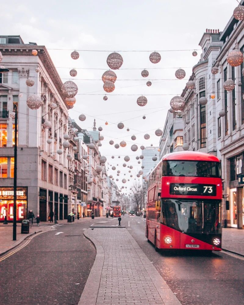 With flights for only $450 from Florida to London, we had to check out London at Christmas. Click here to find out how we have saved thousands on flights in the last 2 years. #flightdeals #london #budgettravel   how to save money traveling   flight deals   find cheap flights   travel deals  