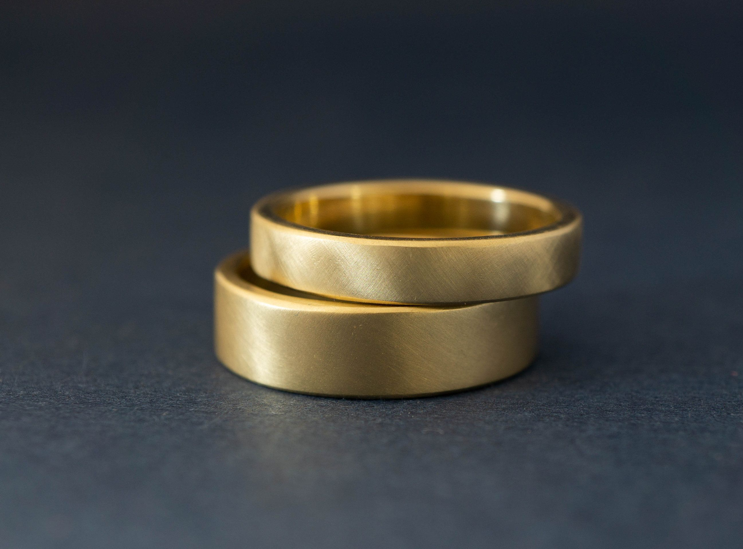 Yellow Gold Wedding Band Set His And Hers Wedding Bands Etsy Yellow Gold Wedding Band Gold Wedding Band Sets Wedding Band Sets