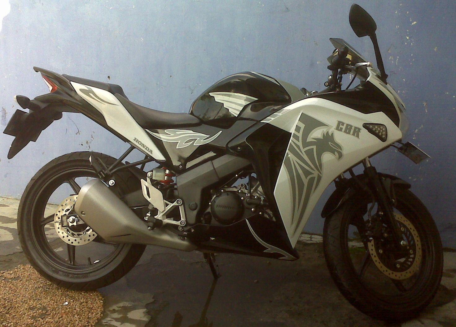 Honda cbr150 white wrapp grey custom tribal
