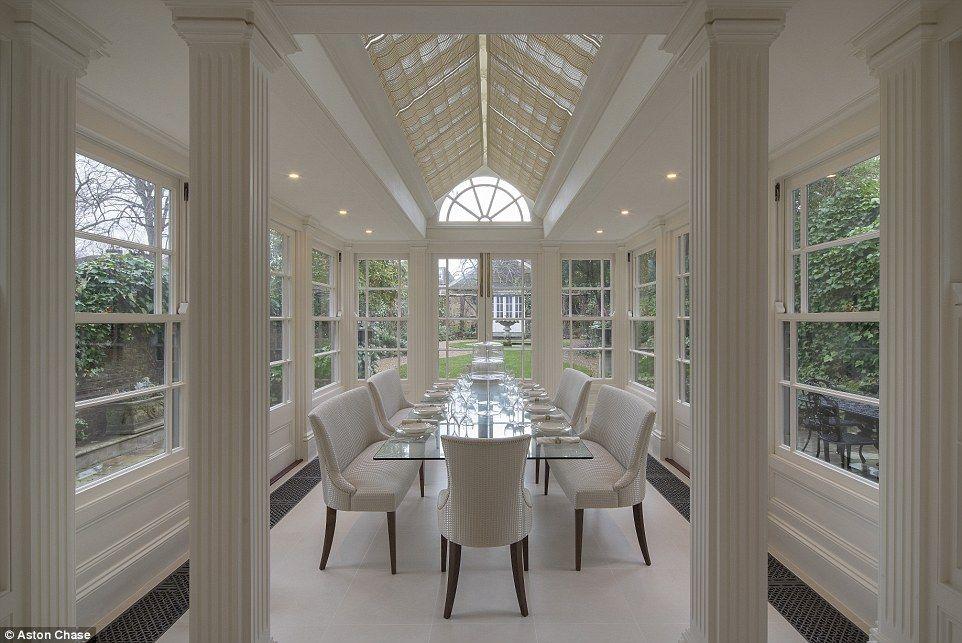 Inside Jackie Collins\' lavish former home on sale for £11.5million ...