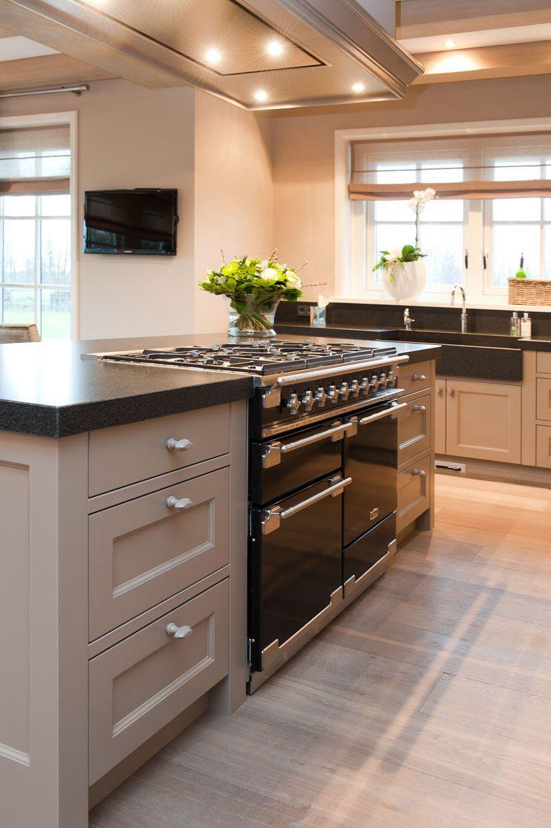 Falcon fornuis landelijke keuken keuken pinterest fornuis keuken en keukens - Blootgestelde balken ...