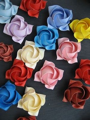 Rose - diagonal Toshikazu Kawasaki | Gilad's Origami Page | 400x300