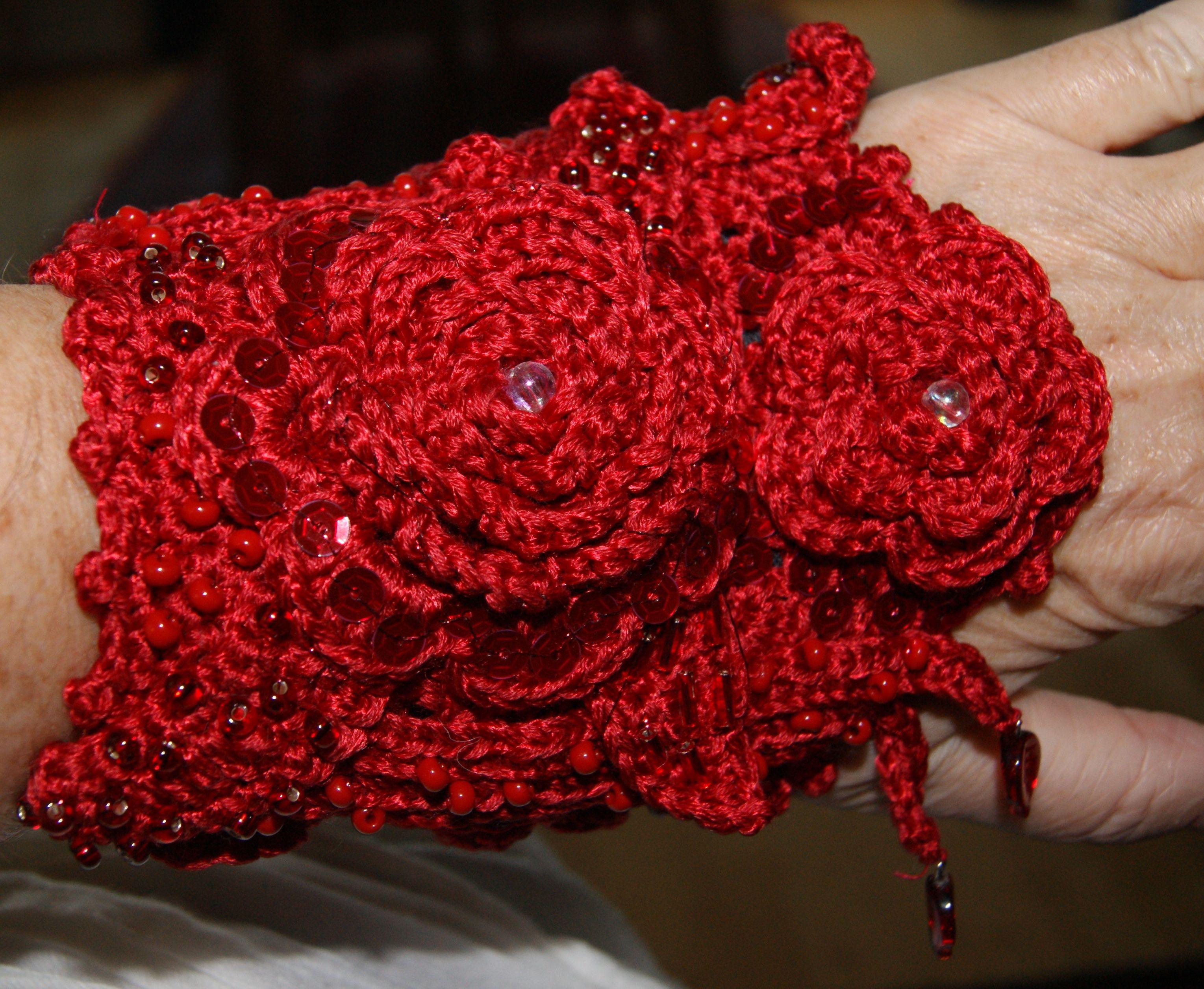 Sparkling red crochet bracelet