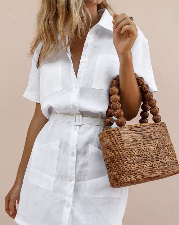 Summer vibes | White dress | White blouse | Blouse dress | Straw bag | Brown bag | Hand bag | Blonde hair | Blonde girl | Summer outfit | Beach outfit | Ring | Zomer outfit | Rieten tas | Handtas | Bruine tas | Witte blouse | Witte jurk | Witte blousejurk | Blond haar | Inspiration | More on Fashionchick