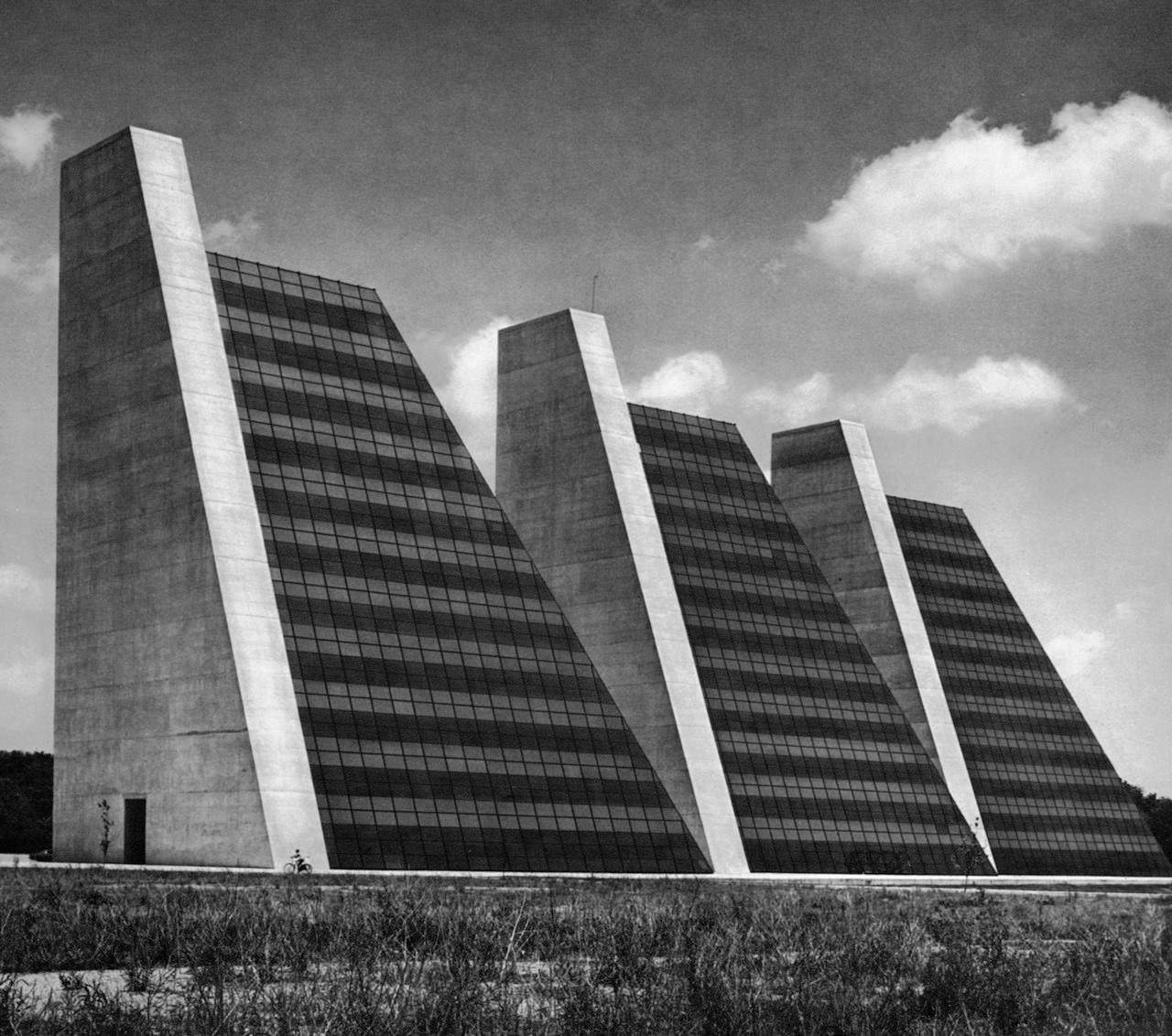 College Life Insurance Company Headquarters Indianapolis Indiana 1967 Kevin Roche John Dinkeloo Associates Brutalist Buildings Urban Architecture Life Insurance Companies