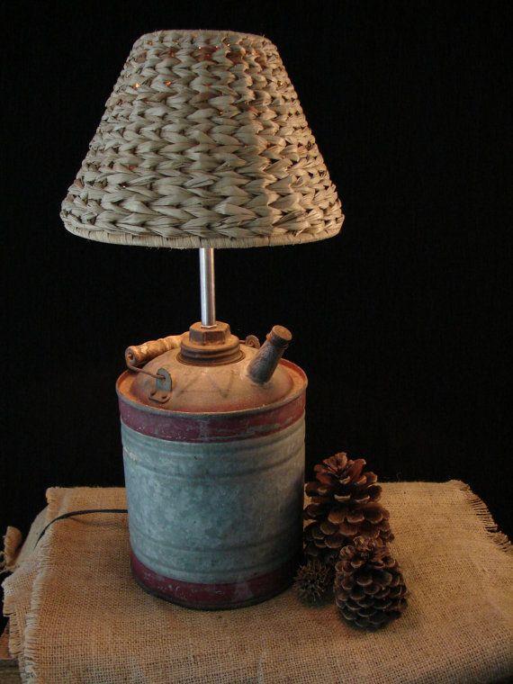 Ideia para pé de luminária, feito com latas que podem ser preenchidas antes da apresentação com areia e esvaziadas logo após