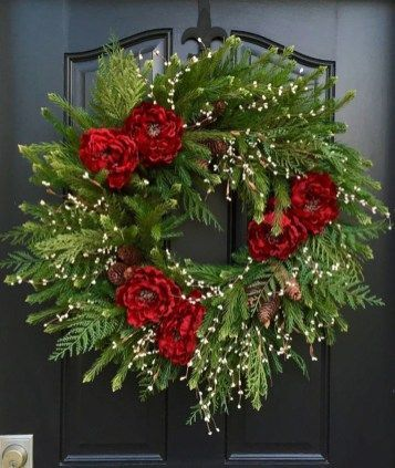 Adorable Christmas Wreath Ideas For Your Front Door 68