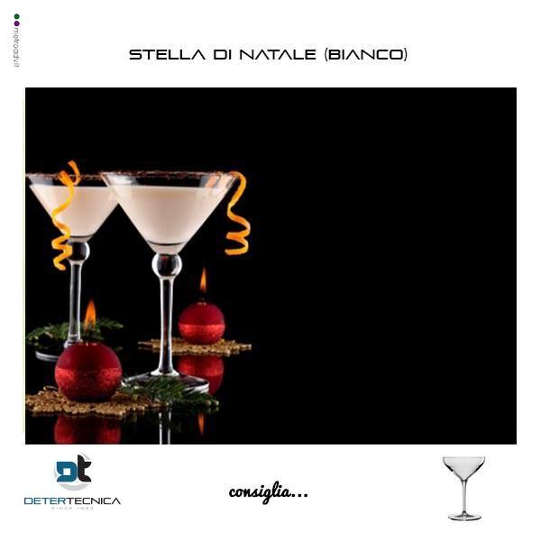 E' tempo di...cocktail natalizi!! Emoticon smile  STELLA DI NATALE  3/10 Vermouth bianco 2/10 Liquore al limone  5/10 Spumante brut Mettete nel mixing glass il liquore al limone ed il vermouth, miscelate e versate nel flûte. Colmate con spumante brut. Decorate con una fettina di limone e prezzemolo.  #aperitivo #detertecnicaconsiglia #bicchieri #party #monouso #drinkoftheday #natale