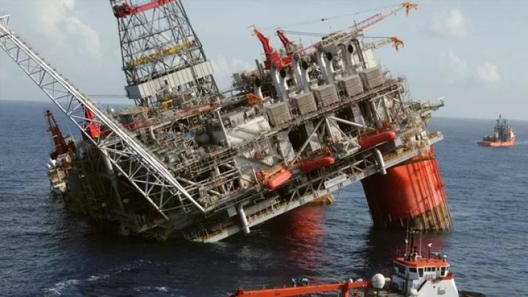 causes of bp deepwater horizon oil spill Investigators said the cause of the explosion aboard the deepwater horizon drilling rig was a failure of the cement at the base of the 18,000-foot-deep well.