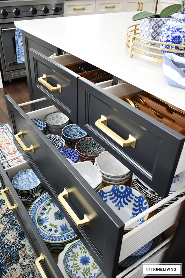ORGANIZED KITCHEN DRAWERS: THE REVEAL