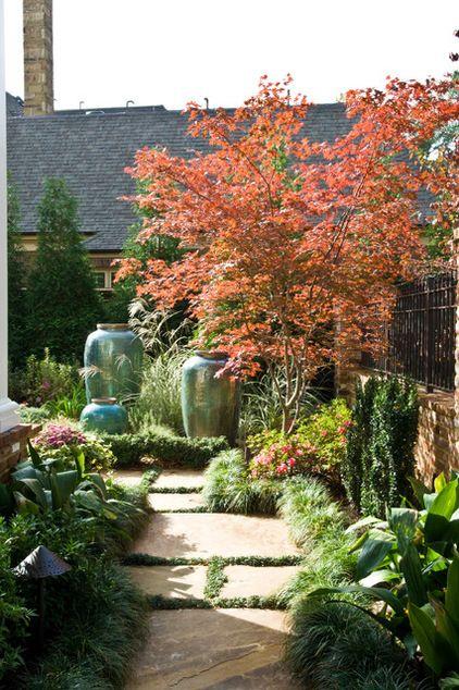 Paisaje tradicional por el jardín de la azalea de Gurley BELLOS