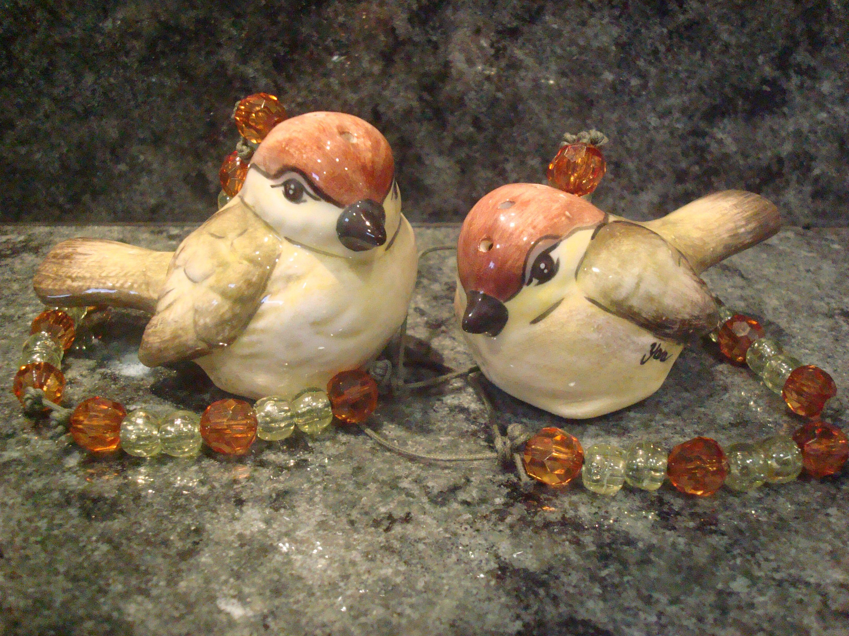 Aromatizadores de pássaros em cerâmica Baixo-Esmalte pintados manualmente.