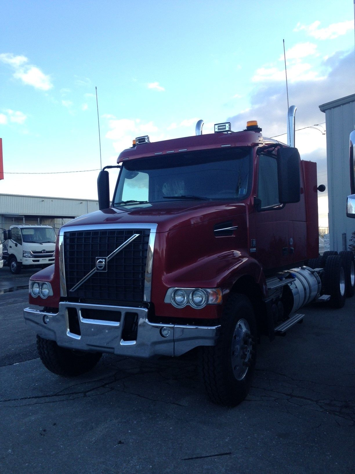 rental pre trucks transportation lift for owned used fmx sale volvo hook koukkulaite