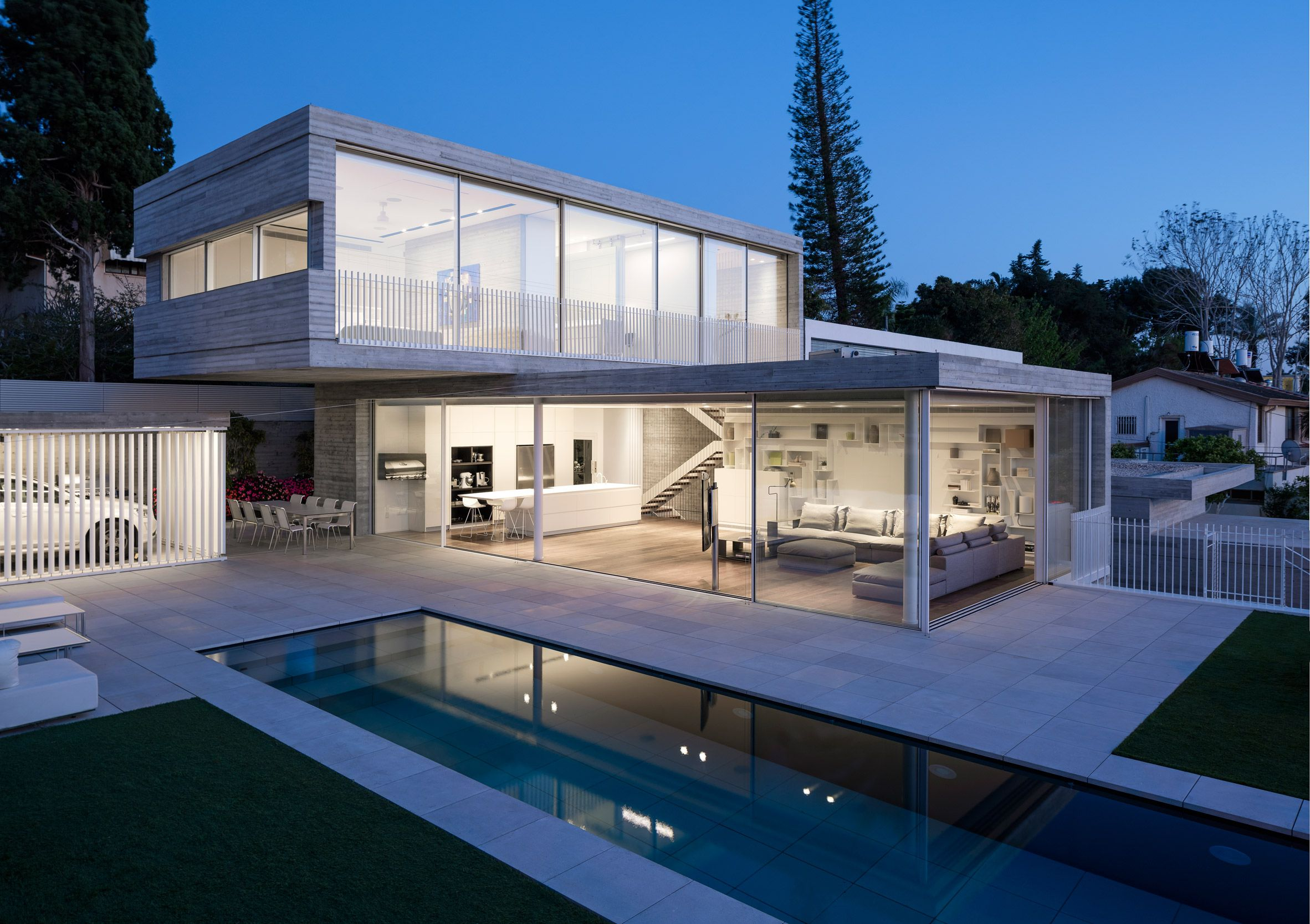 Modernist-inspired house in Tel Aviv features glazed walls and ...