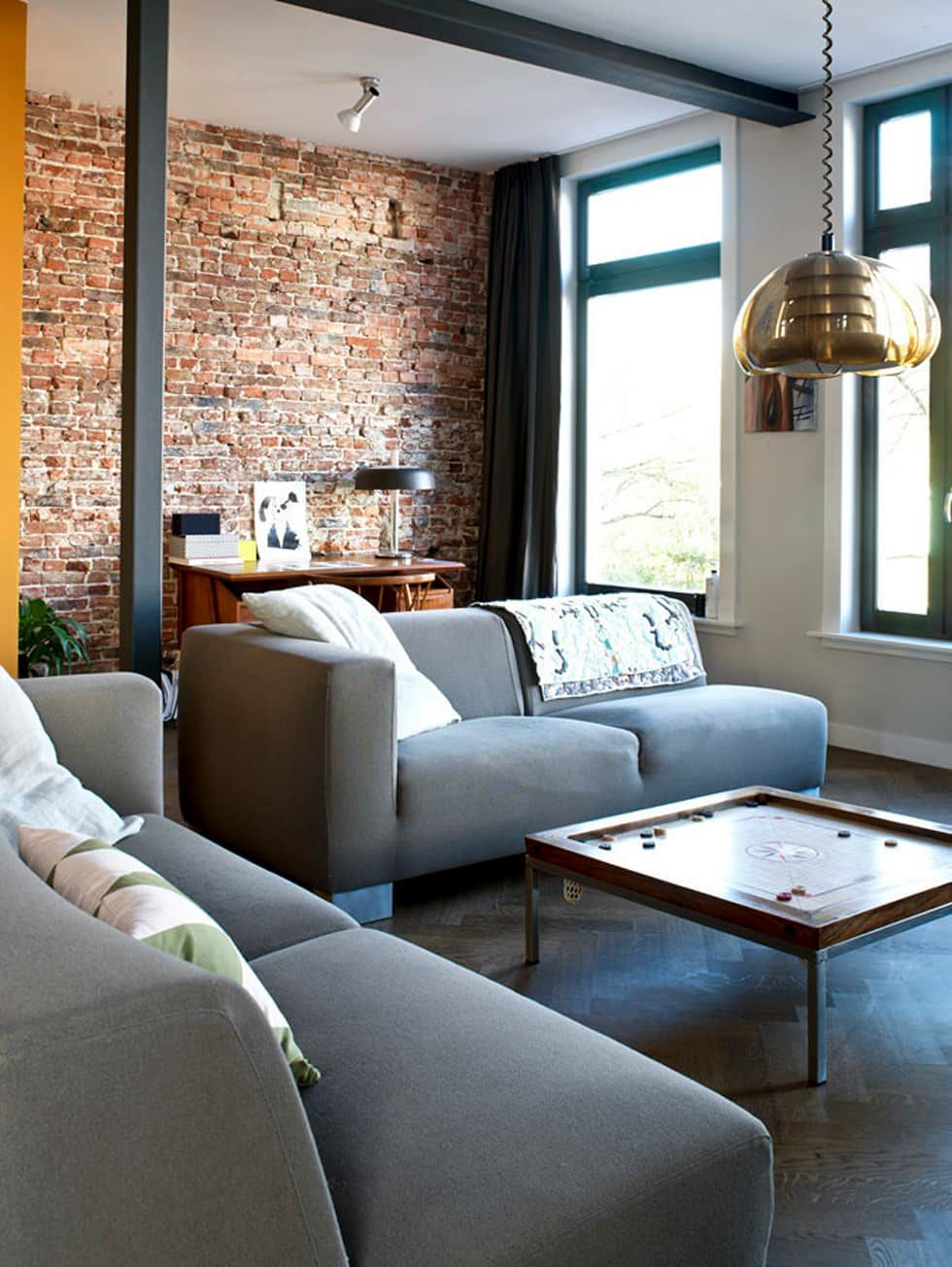Woonkamer door birrie vintage meubels bakstenen muren for Vintage woonkamer