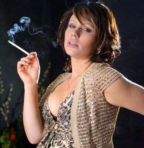 women smoking virginia slims