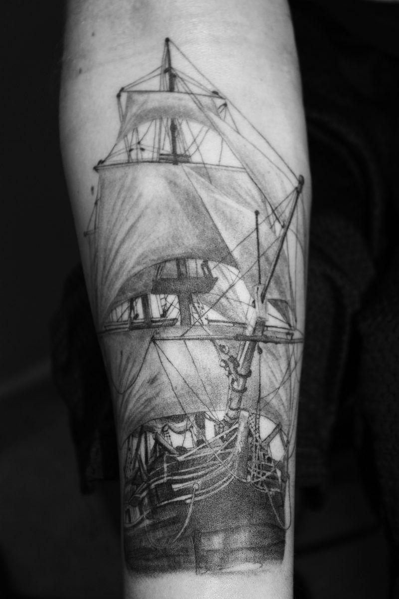 die besten 100 tattoo ideen f r frauen und m nner freiheit pinterest schiffs tattoos. Black Bedroom Furniture Sets. Home Design Ideas