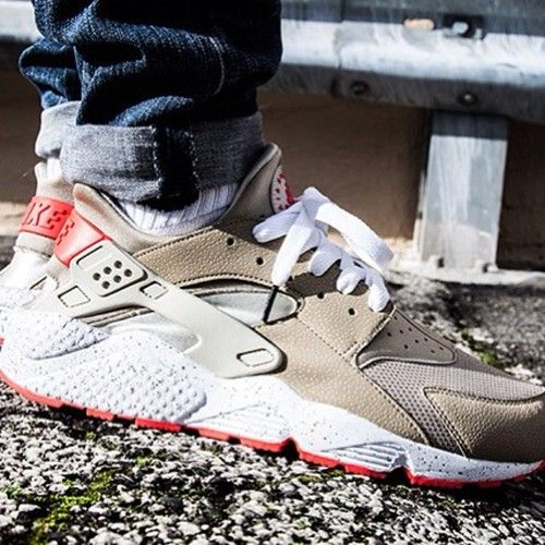 Thoughts On The Nike Air Huarache In Light Beige Laser Crimson Nike Air Huarache Nike Shoes Roshe Nike Slippers