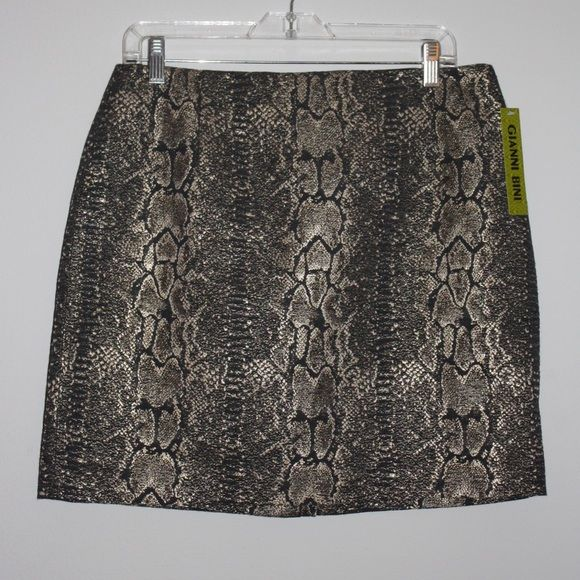 NWT Metallic Snake Skin Print Skirt - 10 Great skirt to go out or for holiday parties. Never worn. New with tags. Gianni Bini Skirts Mini